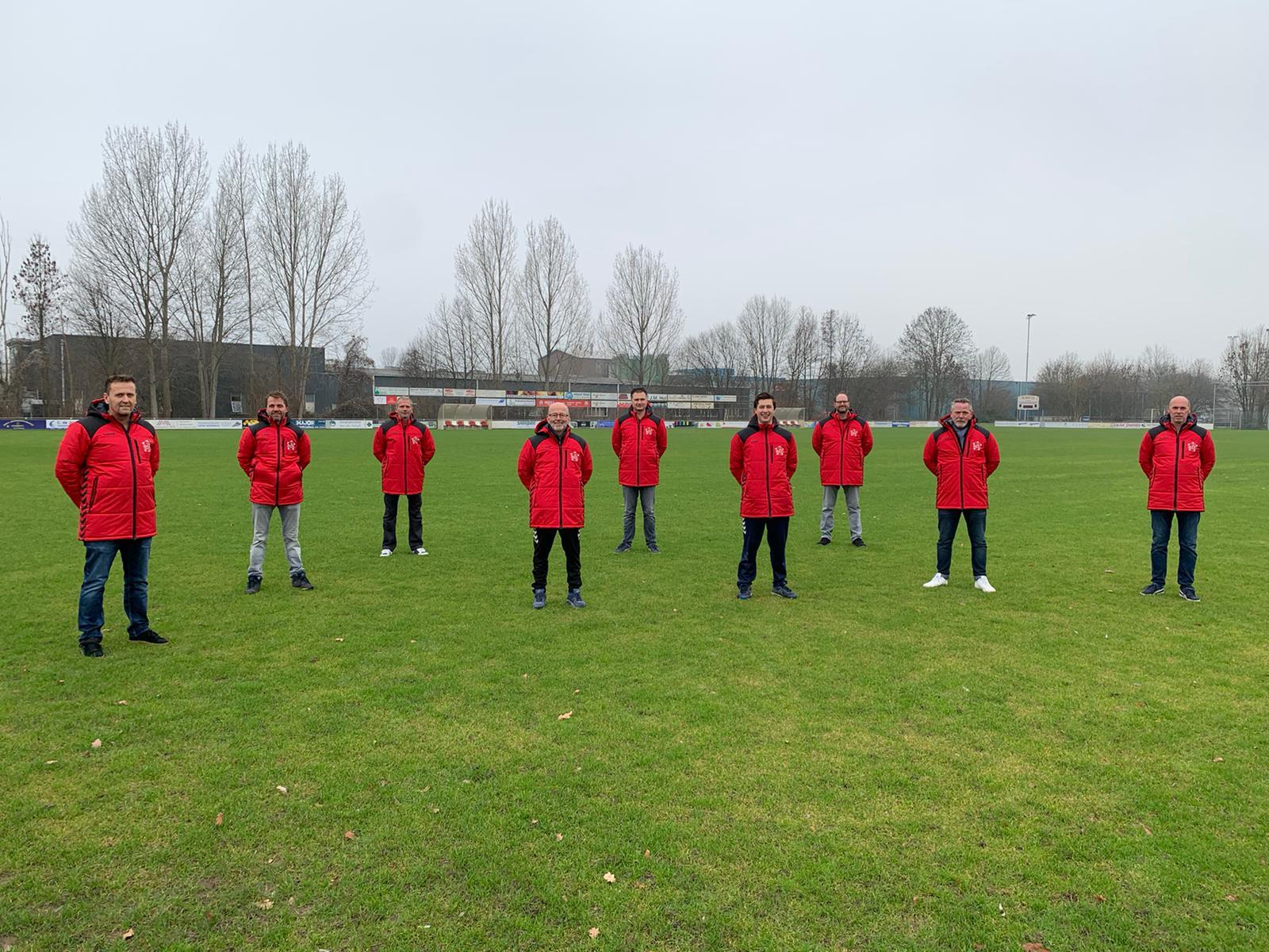 Trainers GVV starten 2021 in een warme jas